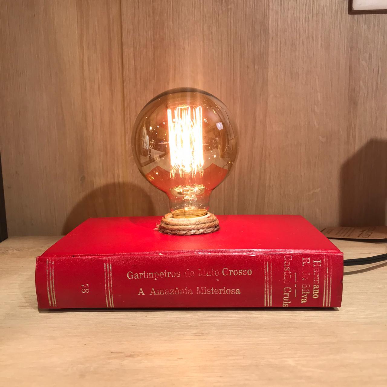 Luminária no Livro Deitada